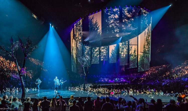 man of the woods tour stage