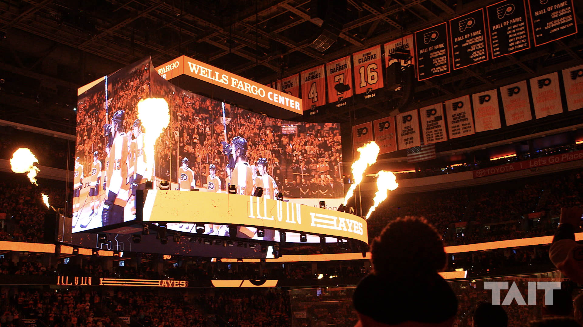 World S First Kinetic Center Hung Scoreboard At The Wells Fargo Center